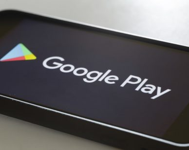 BERLIN, GERMANY - SEPTEMBER 28: The Logo of Google Play is displayed on a smartphone on September 28, 2018 in Berlin, Germany. (Photo by Thomas Trutschel/Photothek via Getty Images)